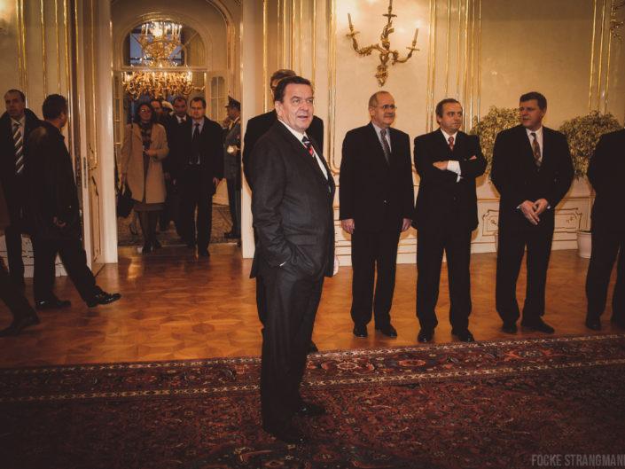 Mit dem Kanzler auf dem Balkan